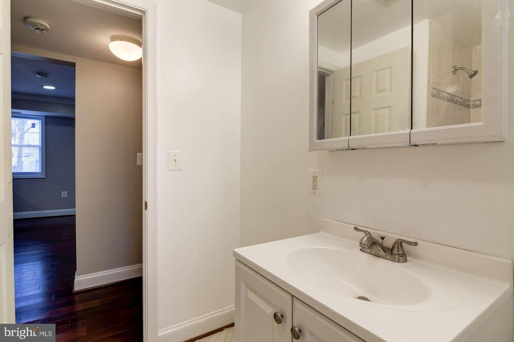 Bath - 3874 9TH ST SE #102, WASHINGTON