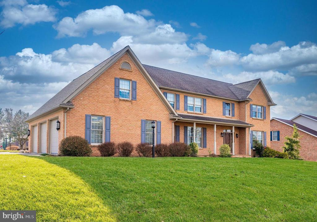 4 bedroom/3.5 bathroom,  3412 sq/ft finished space - 10616 BRATTON CT, WILLIAMSPORT