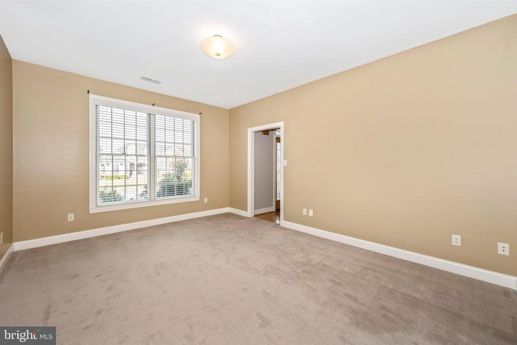 Living room- view of front - 10616 BRATTON CT, WILLIAMSPORT