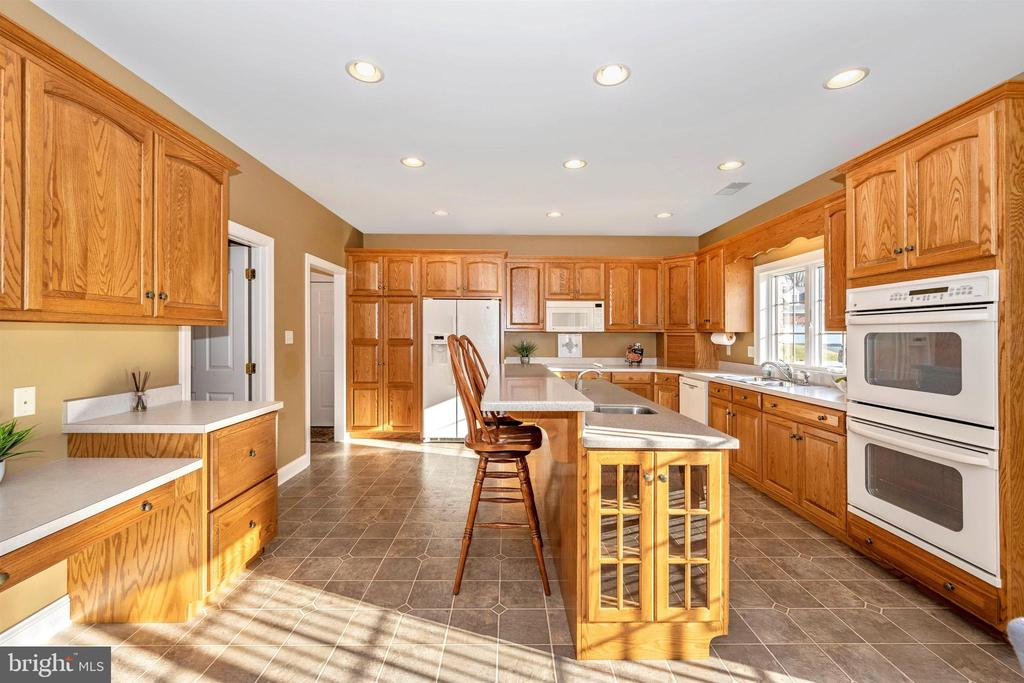 So much counter space - look at the double ovens - 10616 BRATTON CT, WILLIAMSPORT