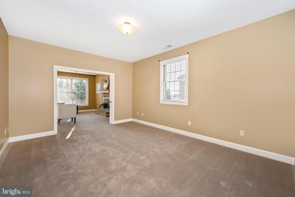 12' x 15' living room - 10616 BRATTON CT, WILLIAMSPORT
