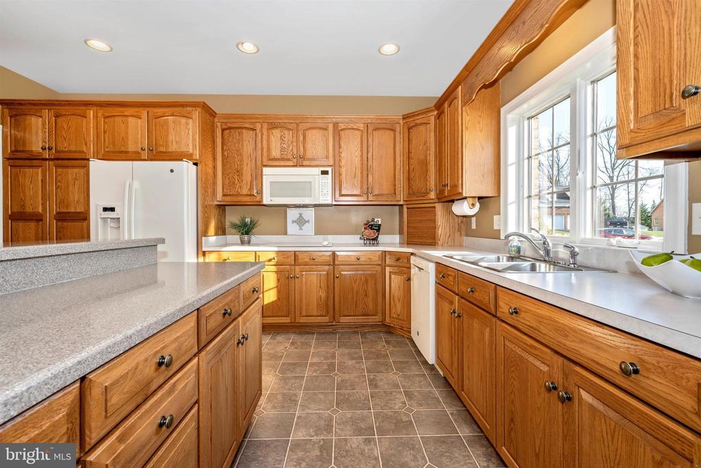 MORE, & EVEN MORE counters & cabinets - 10616 BRATTON CT, WILLIAMSPORT