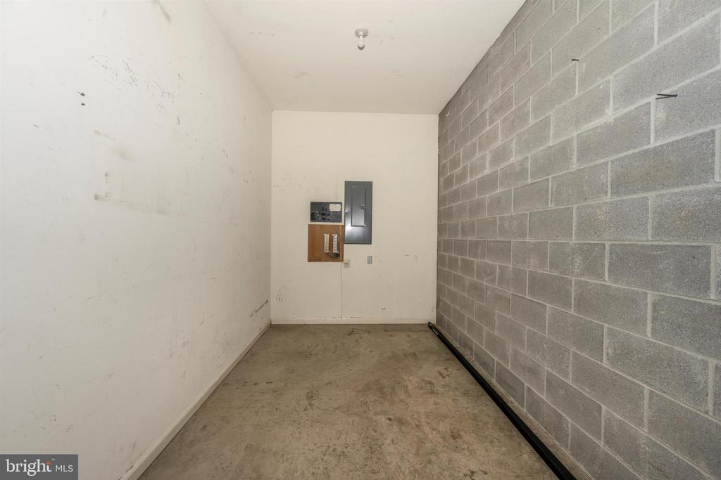 Storage room in garage - 10616 BRATTON CT, WILLIAMSPORT