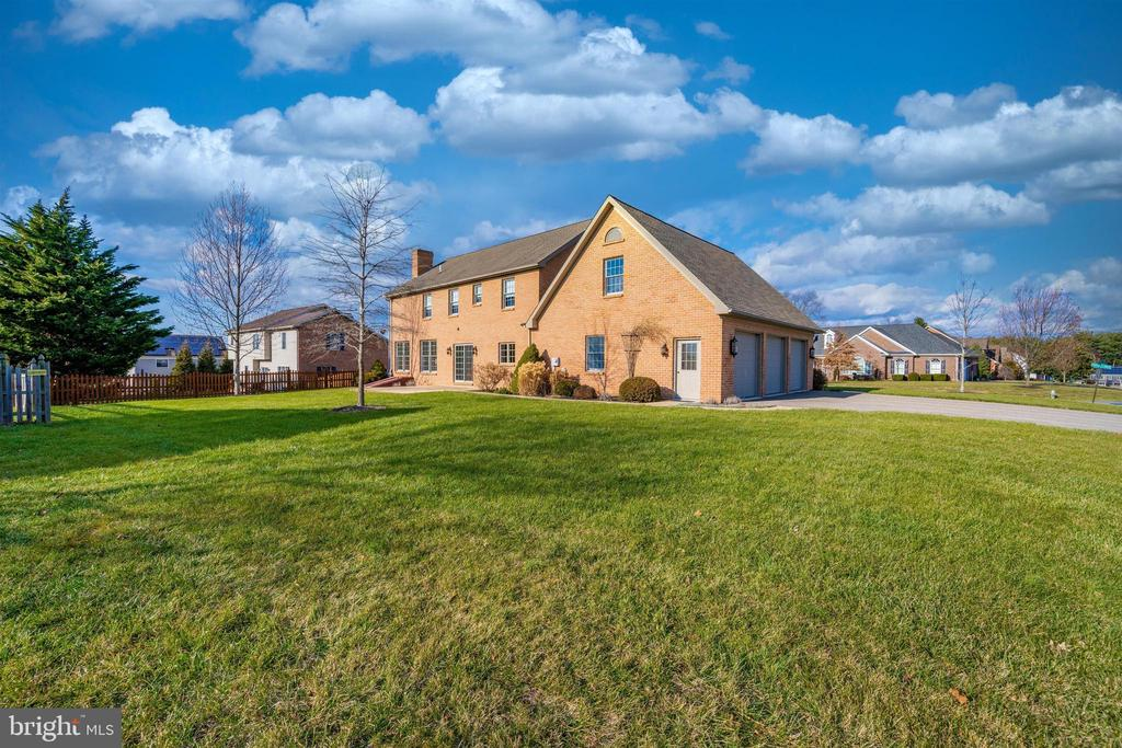 Large corner lot.   Lawn has sprinkler system - 10616 BRATTON CT, WILLIAMSPORT