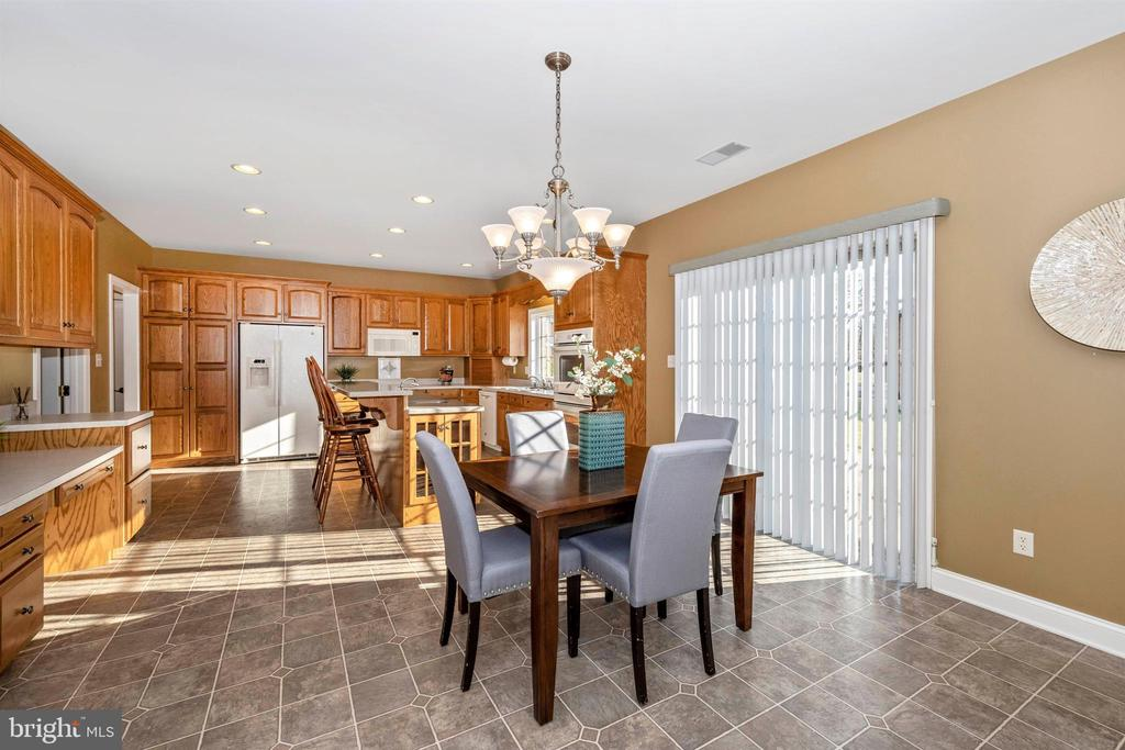 table space adds even more room to kitchen - 10616 BRATTON CT, WILLIAMSPORT