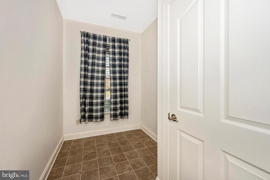 Mud room, great location for main level laundry - 10616 BRATTON CT, WILLIAMSPORT
