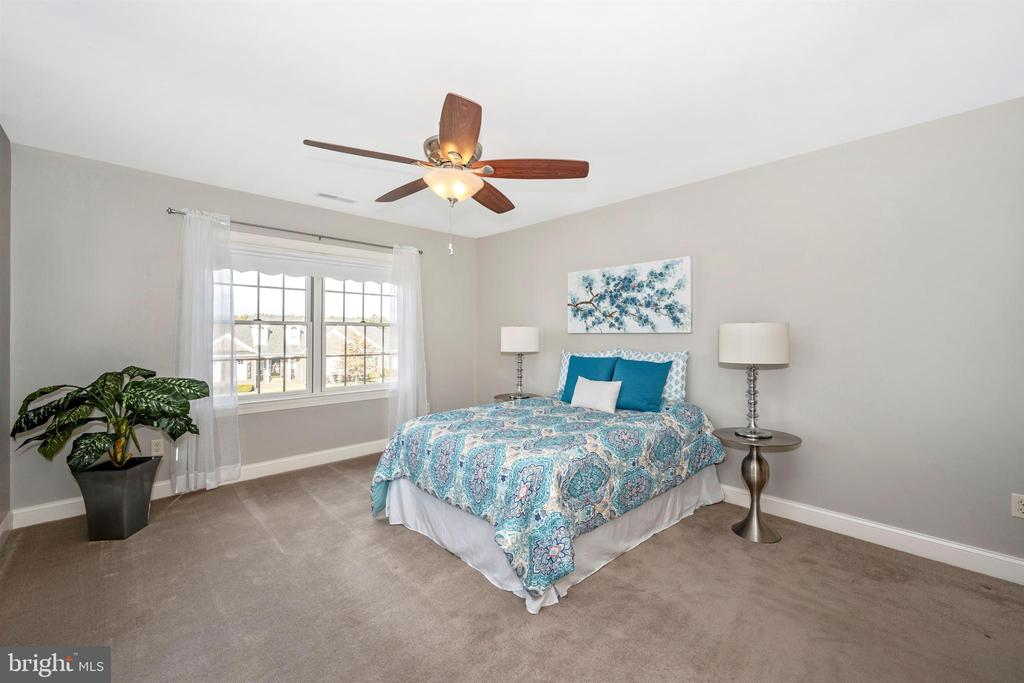 King size bed will fit perfectly in master bdrm - 10616 BRATTON CT, WILLIAMSPORT