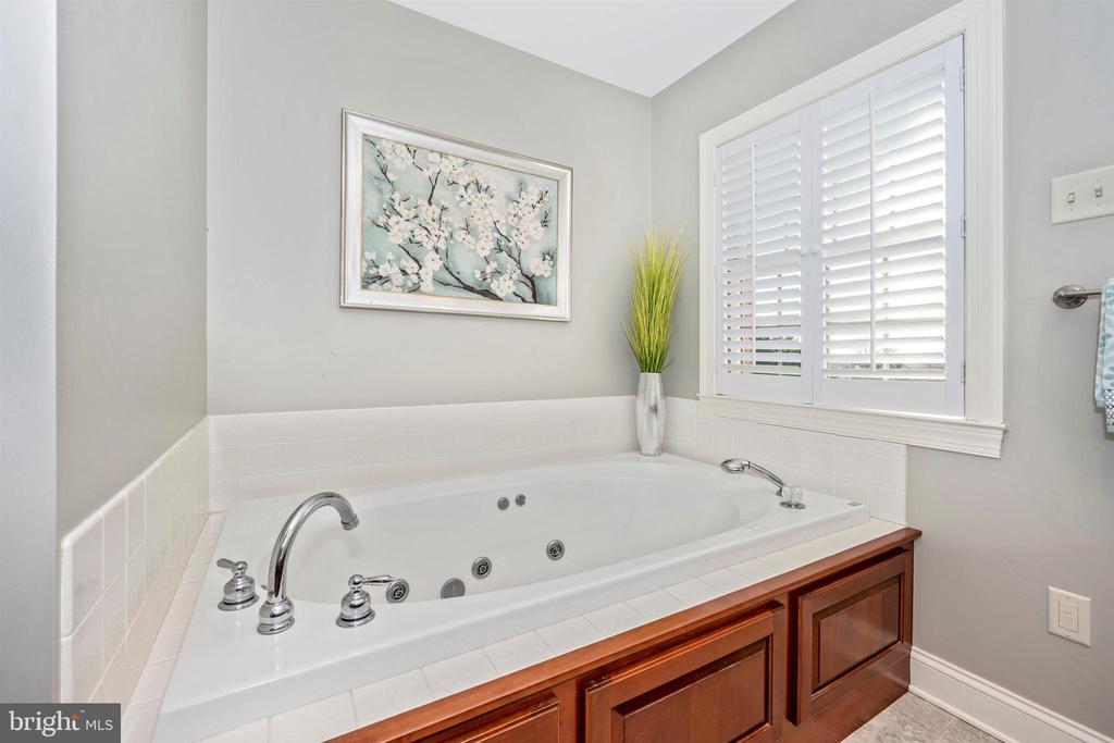 Soaking tub or indoor pool, you decide! - 10616 BRATTON CT, WILLIAMSPORT