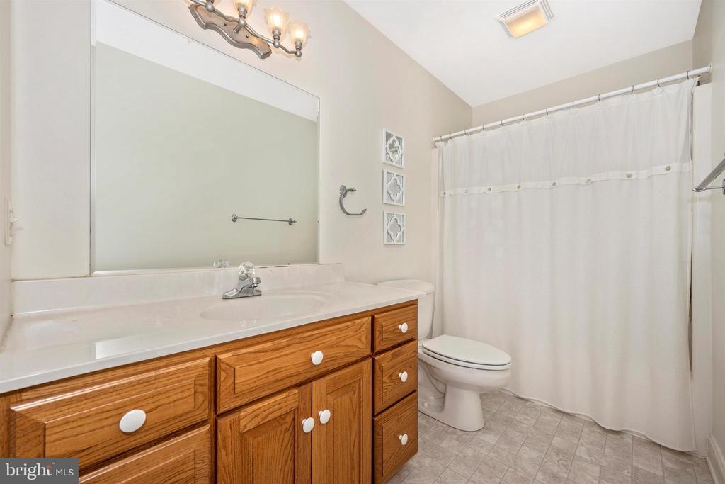 bath attached to 2th bedroom - 10616 BRATTON CT, WILLIAMSPORT