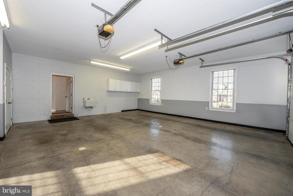 3 full size windows, insulated, heated garage - 10616 BRATTON CT, WILLIAMSPORT