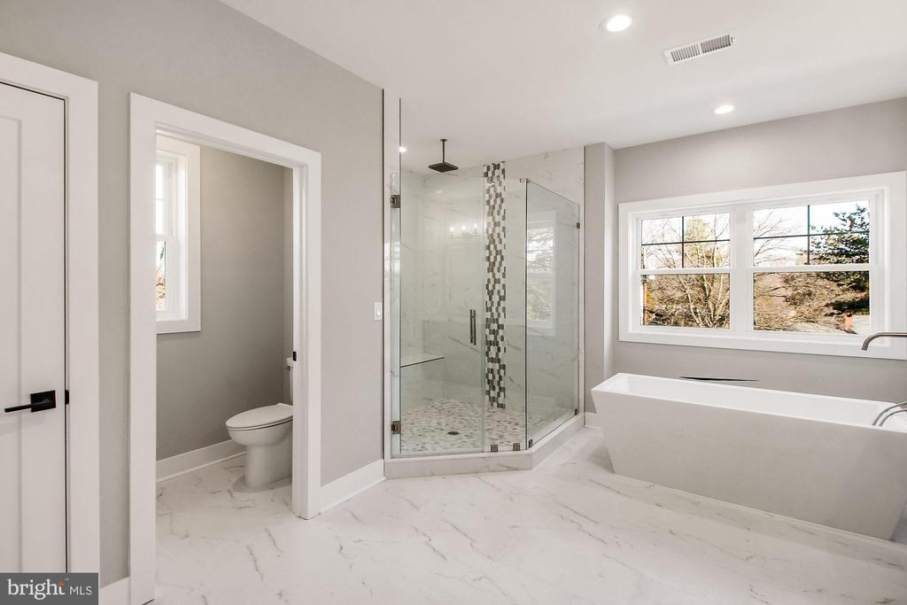 Master Bath View - 4930 PRINCESS ANNE CT, FAIRFAX