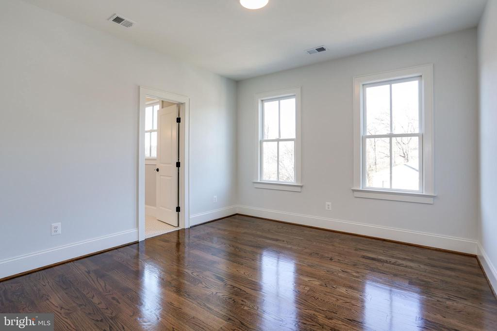 gleaming wood floors in 2nd bedroom - 3465 N EMERSON ST, ARLINGTON