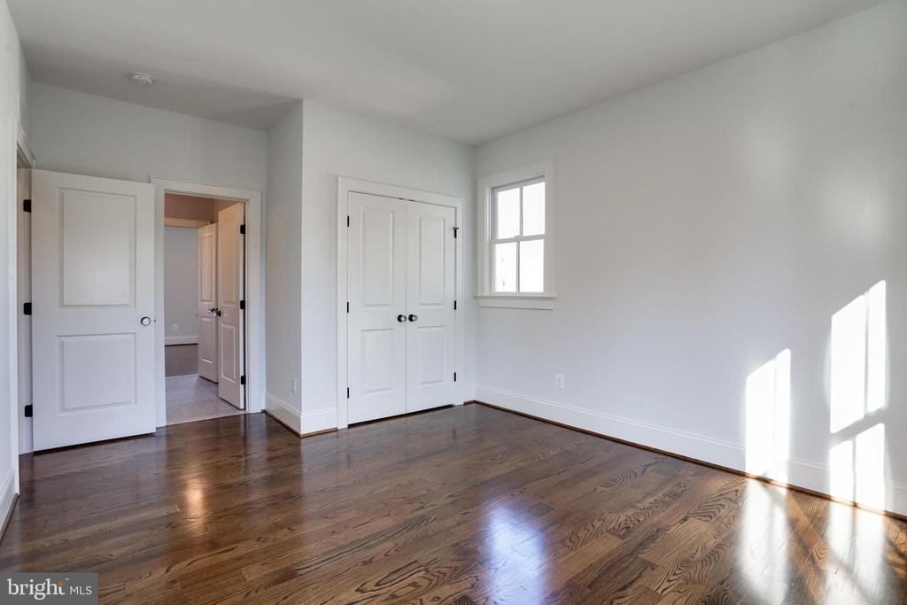 third bedroom with double door closet - 3465 N EMERSON ST, ARLINGTON