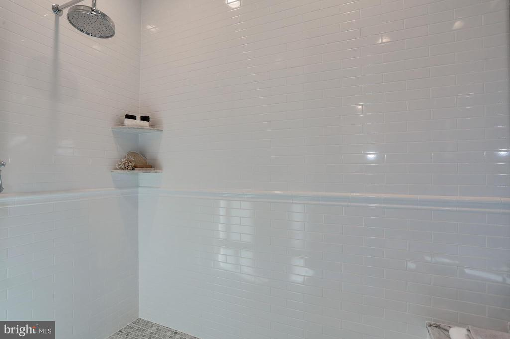oversized shower with classic tile - 3465 N EMERSON ST, ARLINGTON