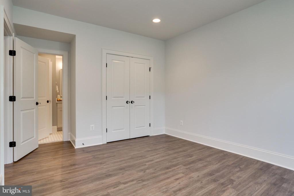 5th bedroom in lower level with large closet - 3465 N EMERSON ST, ARLINGTON