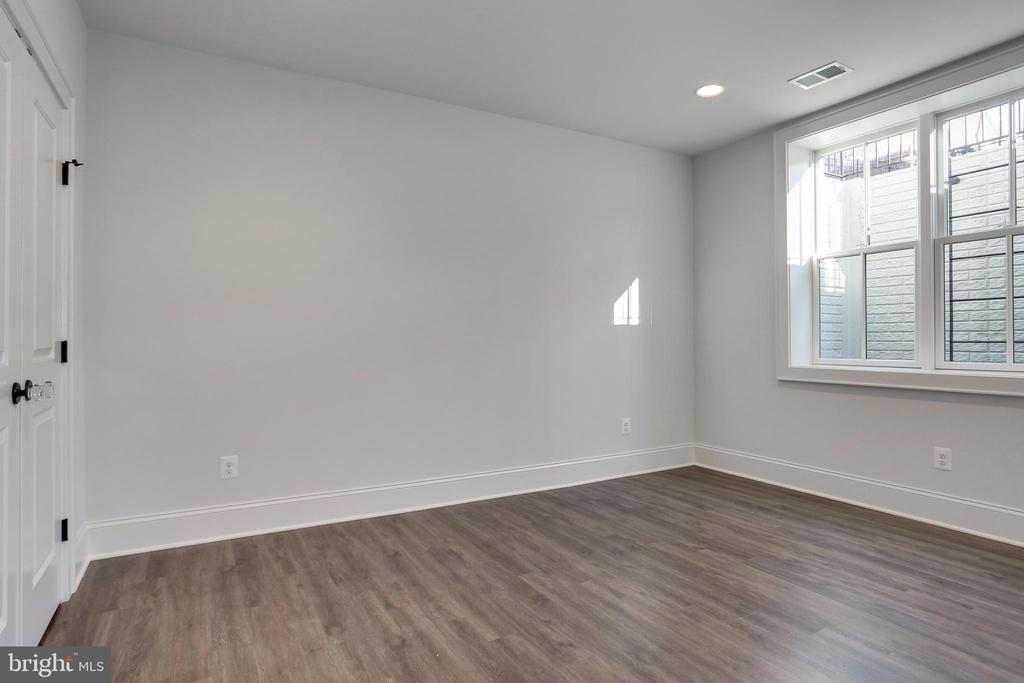 double windows and recessed lighting - 3465 N EMERSON ST, ARLINGTON