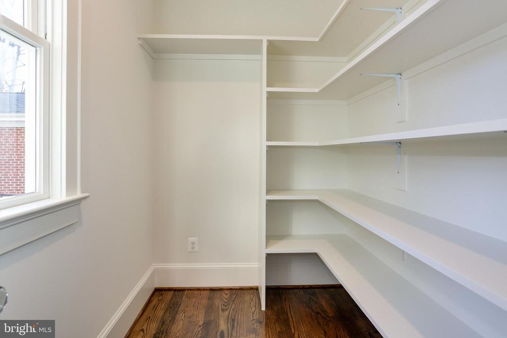 space and outlet for 2nd fridge in pantry - 3465 N EMERSON ST, ARLINGTON