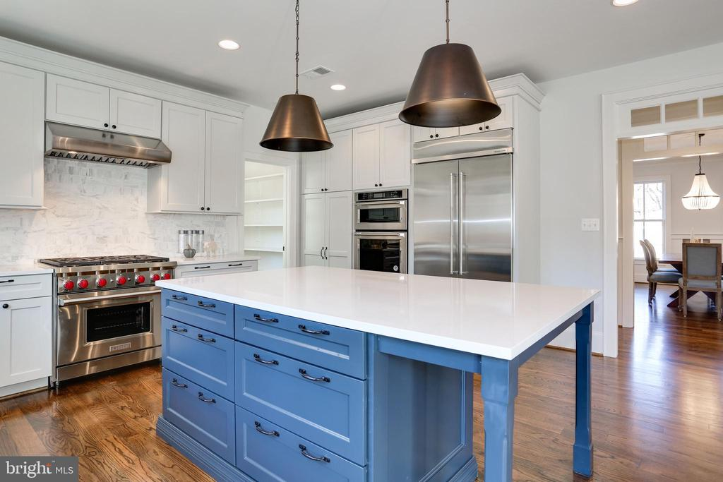 quartz countertops, silent close drawers - 3465 N EMERSON ST, ARLINGTON