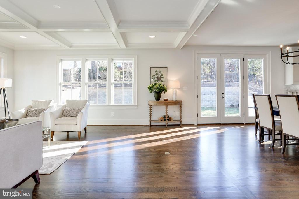 wood floors enhance the appeal of the home - 3465 N EMERSON ST, ARLINGTON