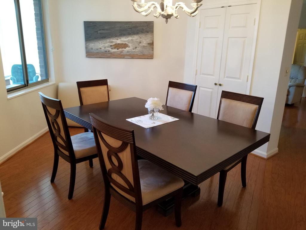 Bright and Comfortable  and Room for Guests - 3005 S LEISURE WORLD BLVD #405, SILVER SPRING
