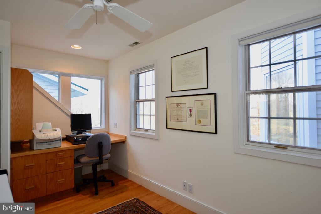 Master Suite Office - 1628 F T VALLEY RD, SPERRYVILLE
