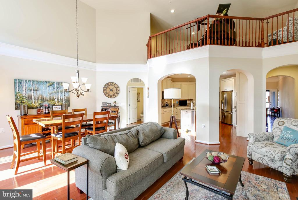 GREAT ROOM WITH OPEN VIEW OF LOFT - 2302 ROE LN, FREDERICK