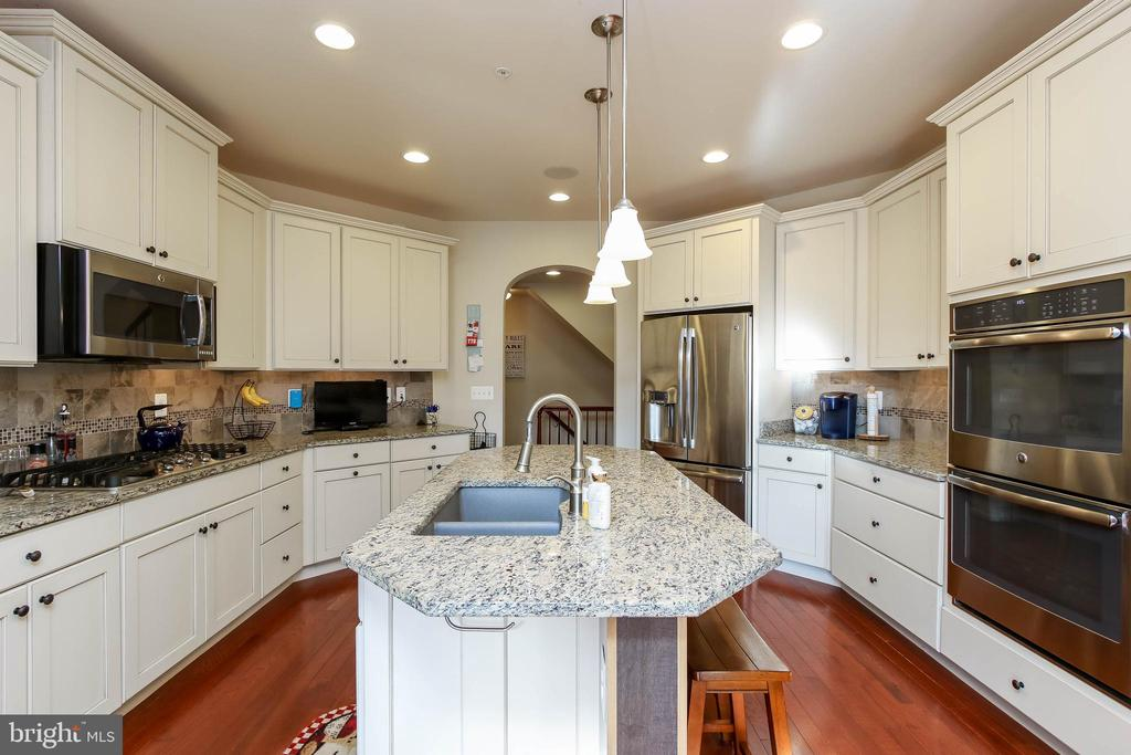 KITCHEN WITH DOUBLE OVEN AND STAINLESS STEEL APPL. - 2302 ROE LN, FREDERICK