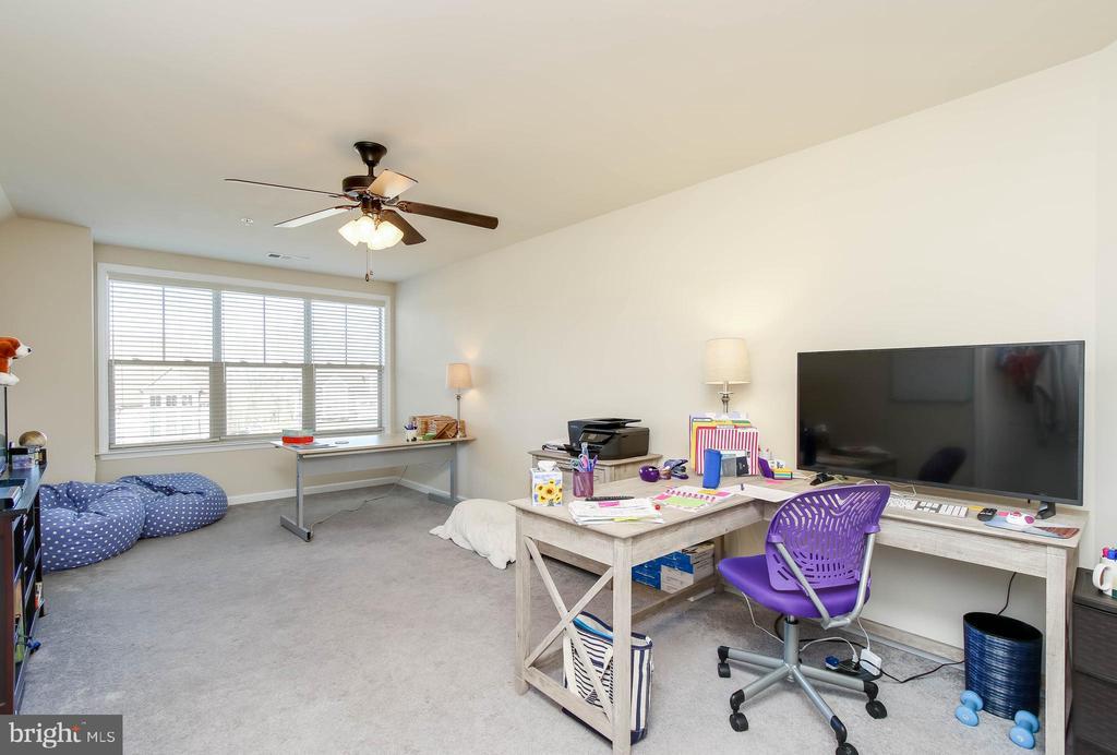 BEDROOM #3 - 2302 ROE LN, FREDERICK