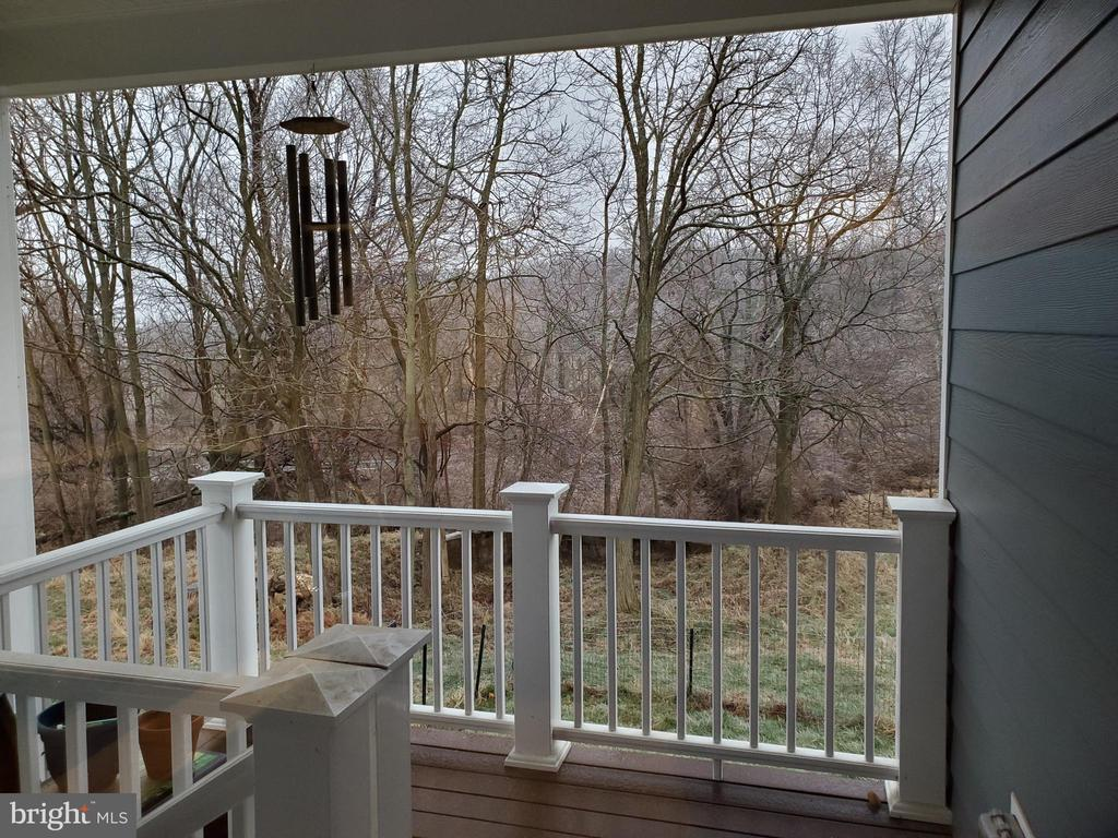 Pet porch with stairs to fenced yard - 1504 MARKER RD, MIDDLETOWN