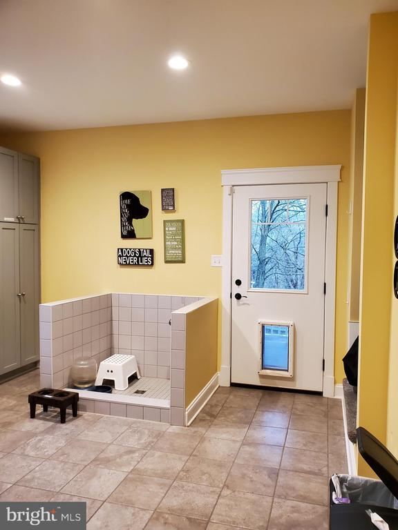 Pet shower and pet exit to covered porch. - 1504 MARKER RD, MIDDLETOWN