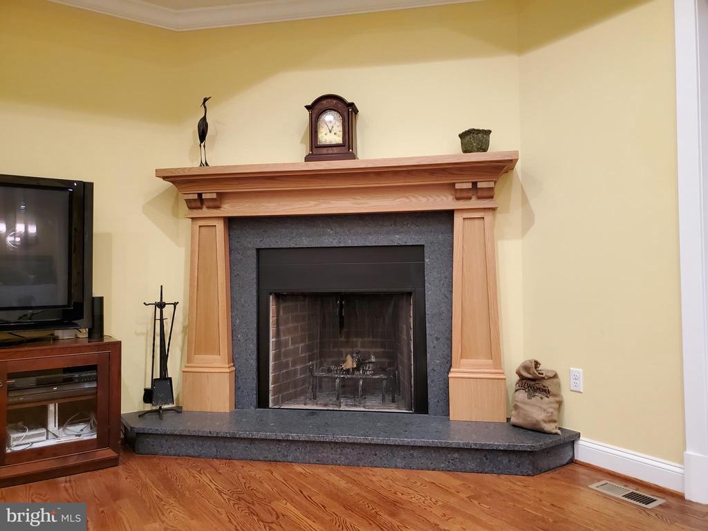 Custom fireplace - 1504 MARKER RD, MIDDLETOWN