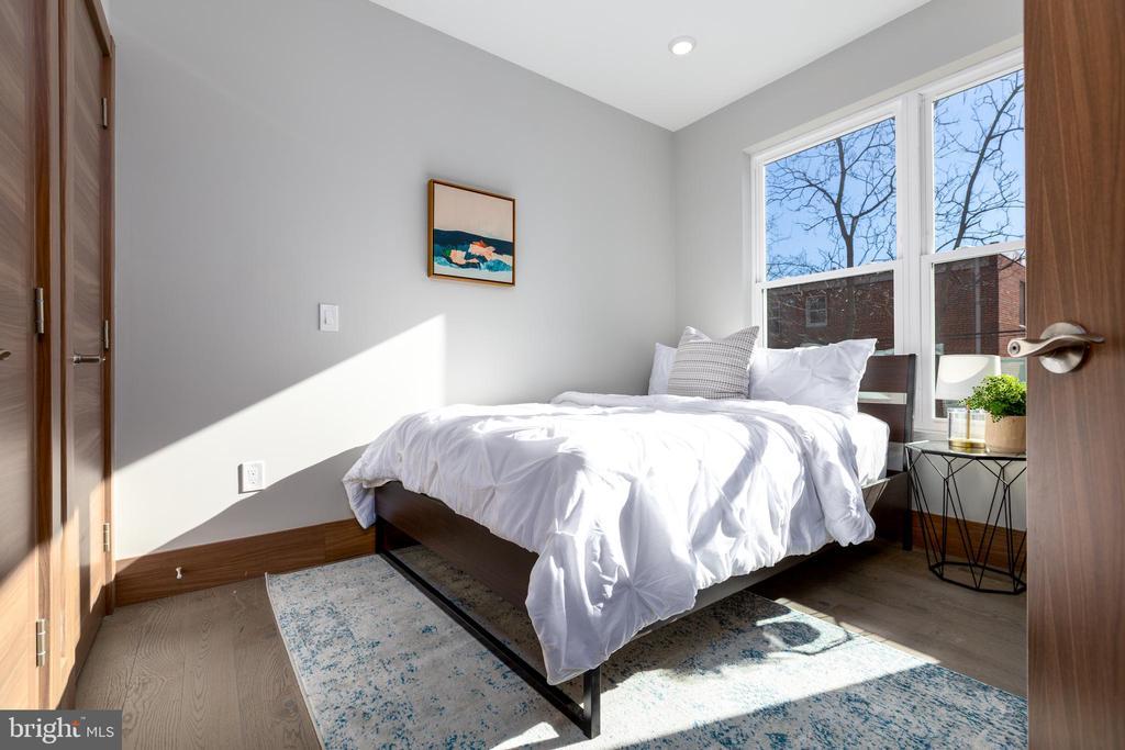Bedroom #2/master w/ ensuite - 2109 M ST NE #4, WASHINGTON