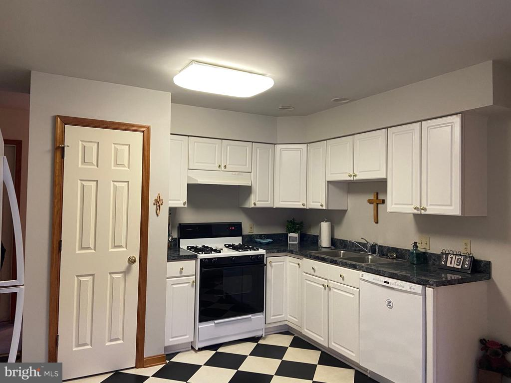 Kitchen - 2402 LAKEVIEW PKWY, LOCUST GROVE