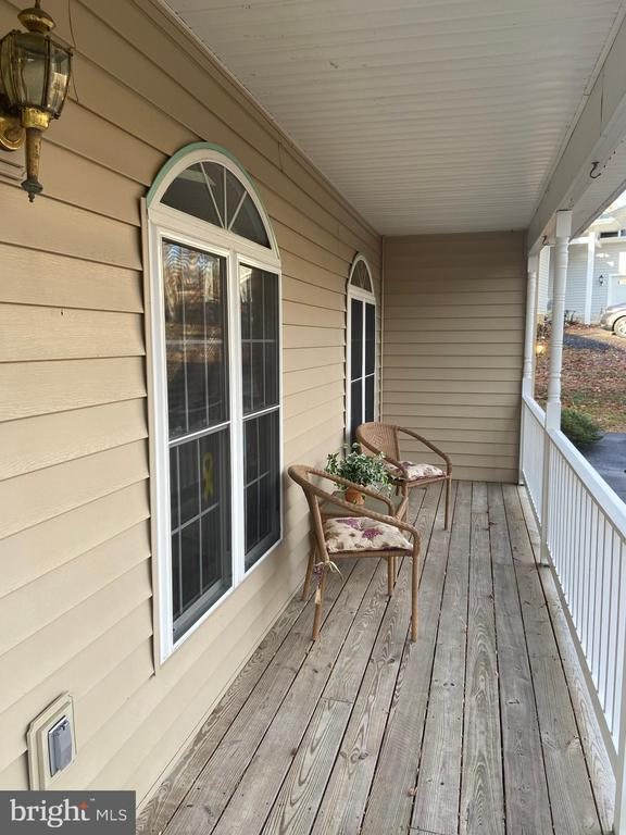 Front Porch - 2402 LAKEVIEW PKWY, LOCUST GROVE