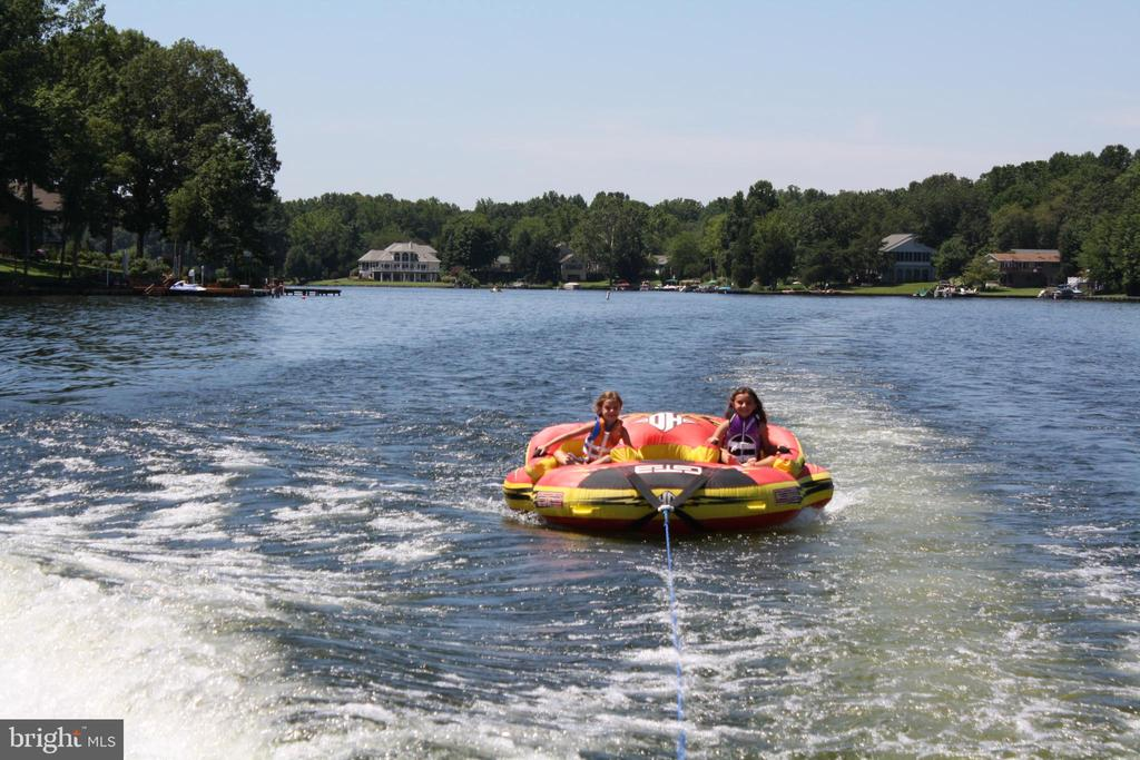 Fun on the lake - 2402 LAKEVIEW PKWY, LOCUST GROVE