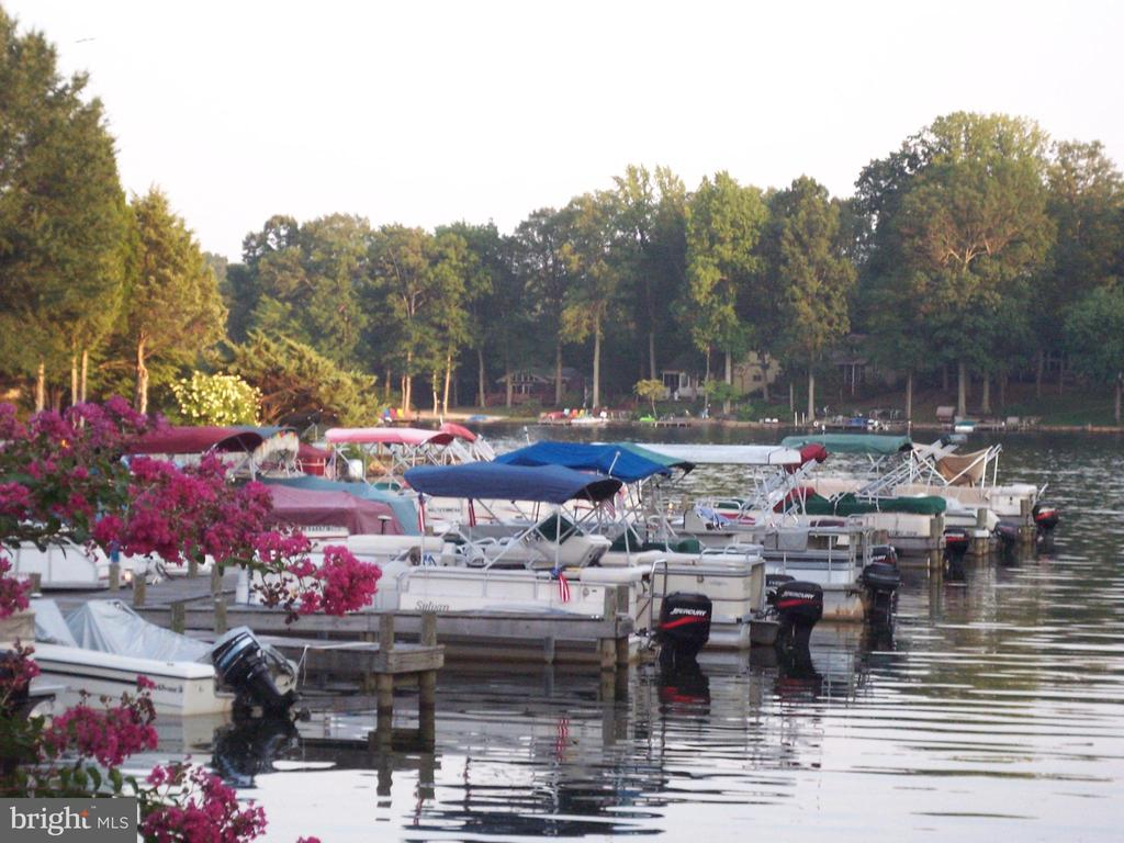 Small Marina - 2402 LAKEVIEW PKWY, LOCUST GROVE