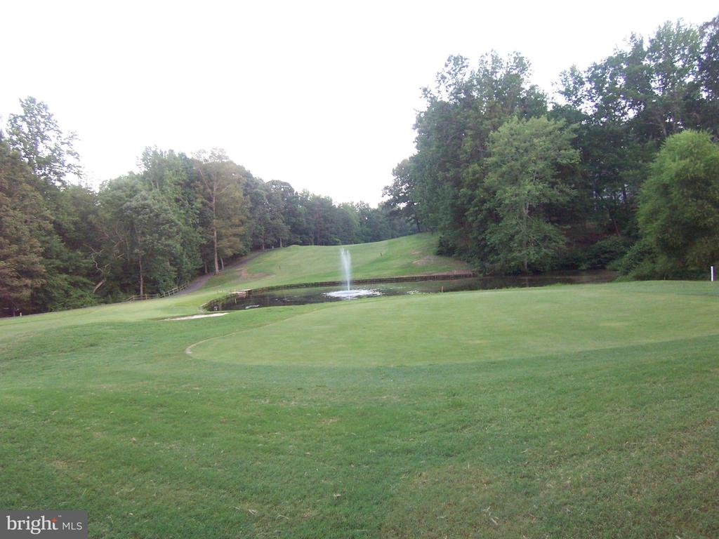 Hole number 1 - 2402 LAKEVIEW PKWY, LOCUST GROVE