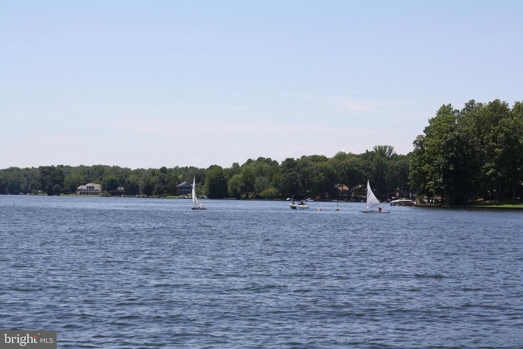 Sailing on the lake - 2402 LAKEVIEW PKWY, LOCUST GROVE