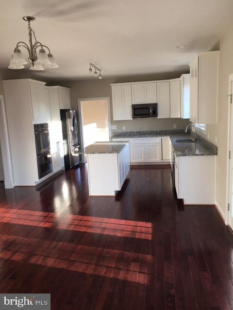 Great!Kitchen with Granite & Stainless Appliances! - 11 STAFFORD MANOR WAY, STAFFORD