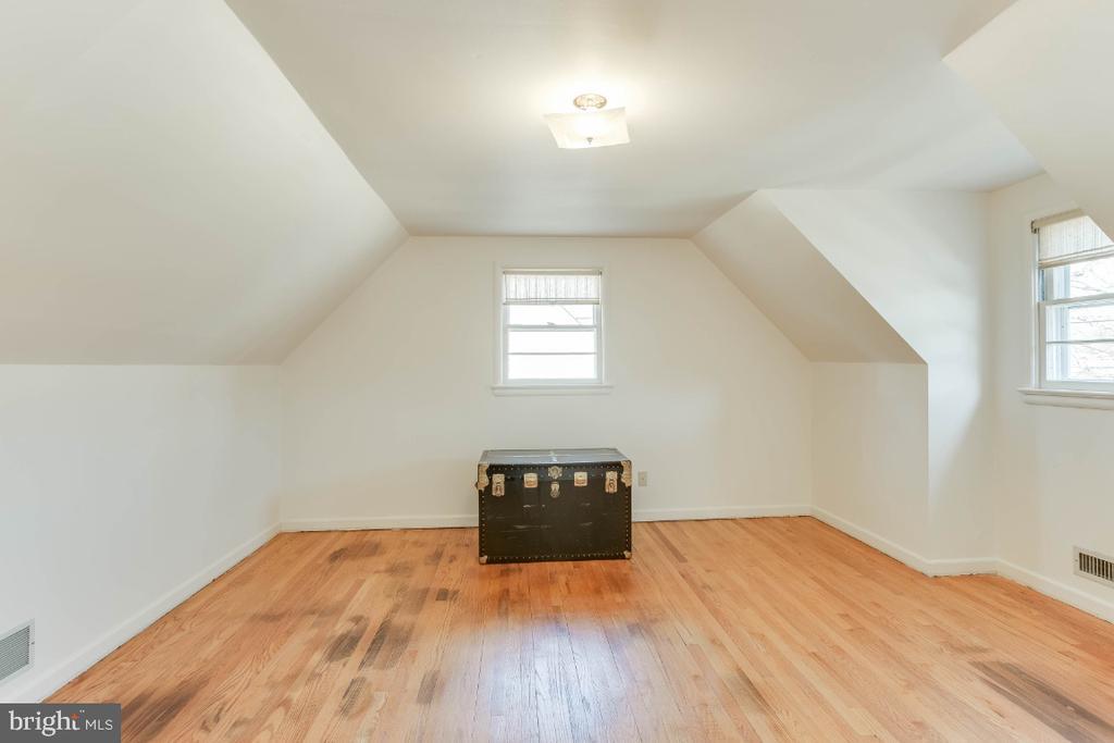 Upper level bedroom  4 - 12602 VALLEYWOOD DR, SILVER SPRING