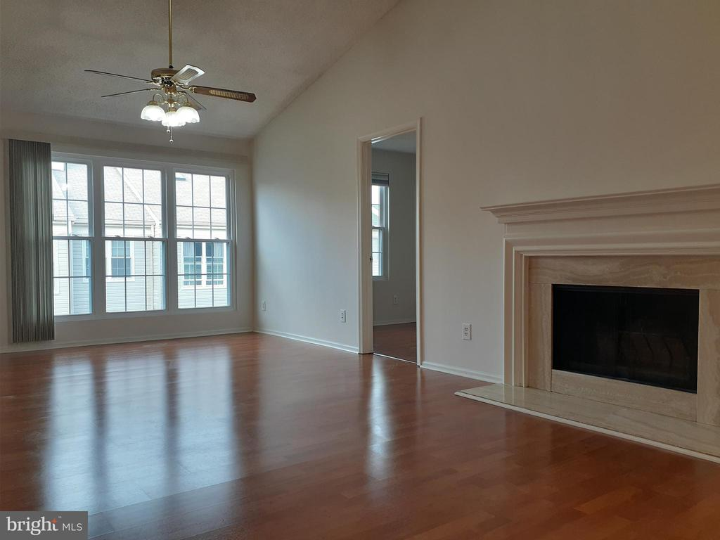 Living and dining room - 1115 HUNTMASTER TER NE #301, LEESBURG