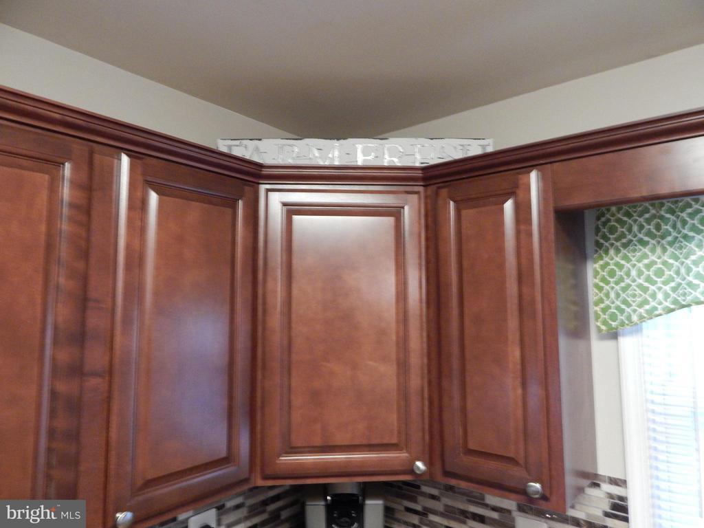 Updated and upgraded cabinets and backsplash - 6307 TOWLES MILL RD, SPOTSYLVANIA