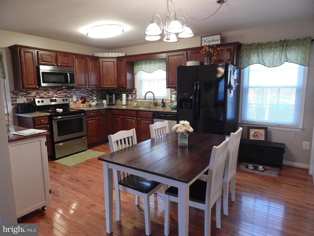 Updated Kitchen- cabinets, granite, appliances - 6307 TOWLES MILL RD, SPOTSYLVANIA
