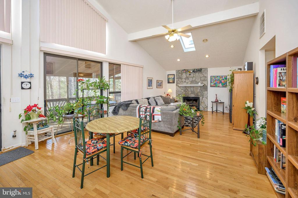 Great Room from Kitchen/Dining area - 505 MONTICELLO CIR, LOCUST GROVE