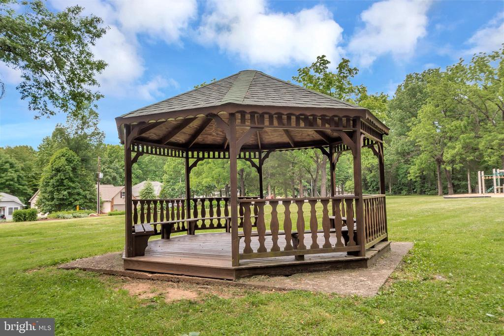 Gazebo in the Park - 505 MONTICELLO CIR, LOCUST GROVE