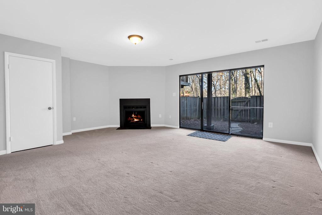 Cozy fireplace with walk out to rear yard - 2053 SWANS NECK WAY, RESTON