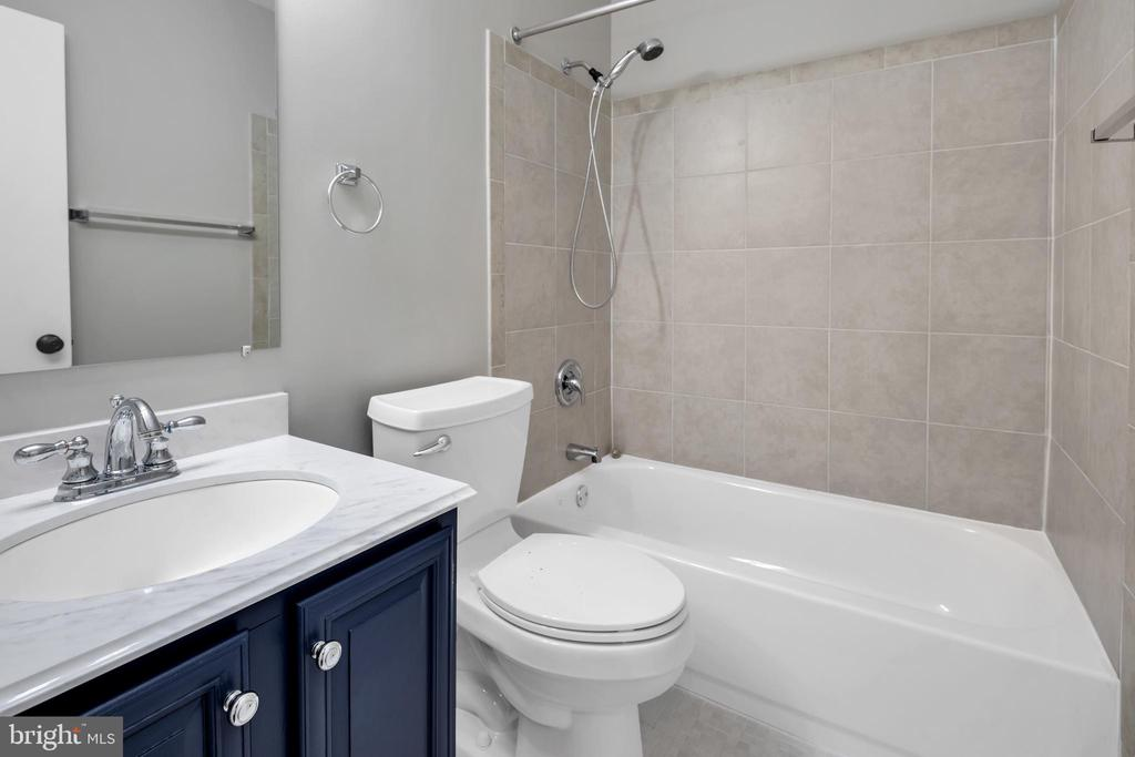 Updated hall bath - 2053 SWANS NECK WAY, RESTON
