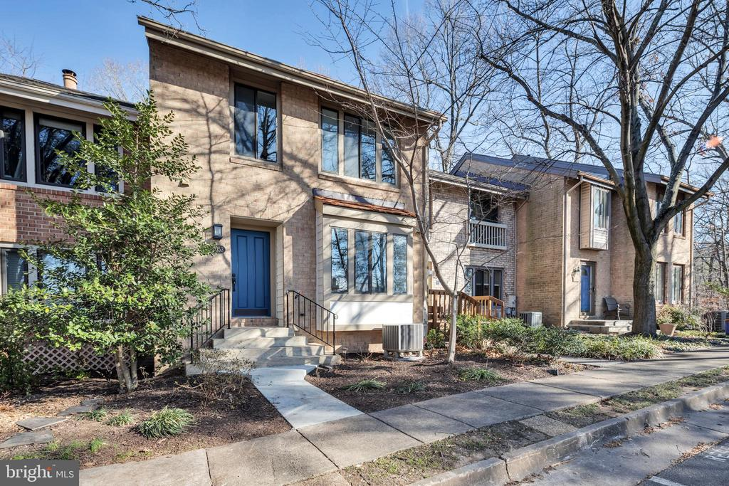 Located in desirable  lake community - 2053 SWANS NECK WAY, RESTON