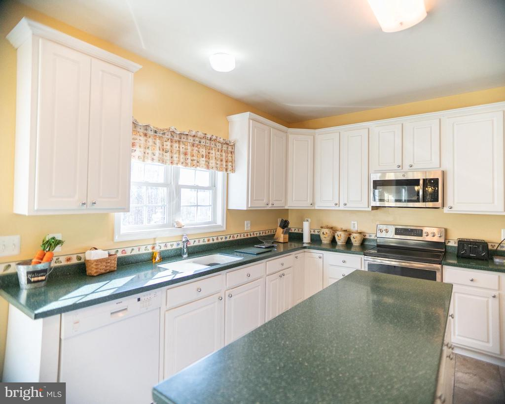 Kitchen corian counter tops - 20176 MOUNTAIN TRACK RD, ORANGE