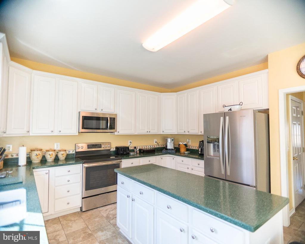 kitchen with center island - 20176 MOUNTAIN TRACK RD, ORANGE